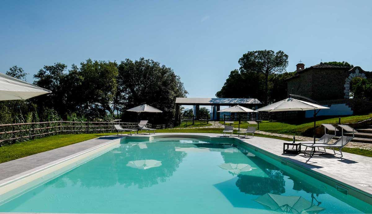 Agriturismo Tenuta i Mandorli - una villa con piscina immersa nella campagna toscana