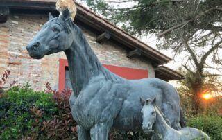 Agriturismo Tenuta i Mandorli - Statua all'ingresso delle scuderie