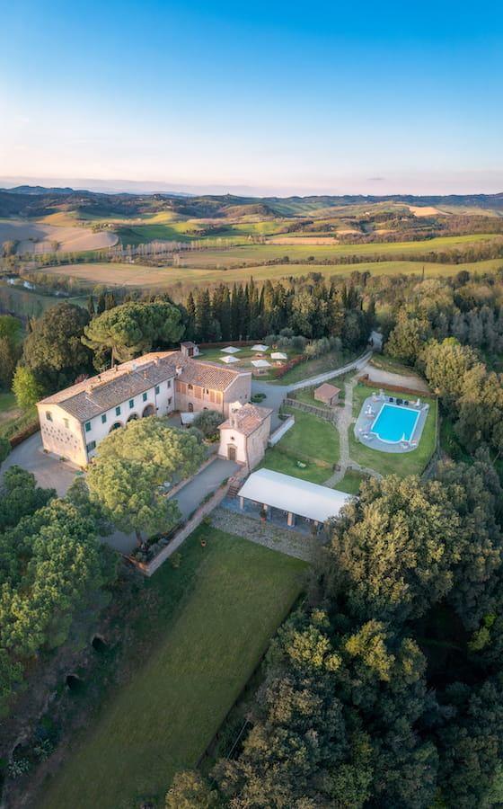 Agriturismo Tenuta i Mandorli - panorama con al centro la villa